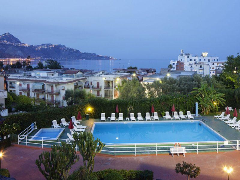 Residence Villa Giardini zwembad