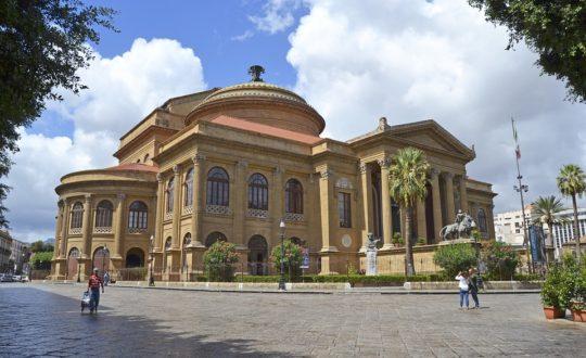 Italiaanse kleding voor een vakantie op Sicilië in stijl