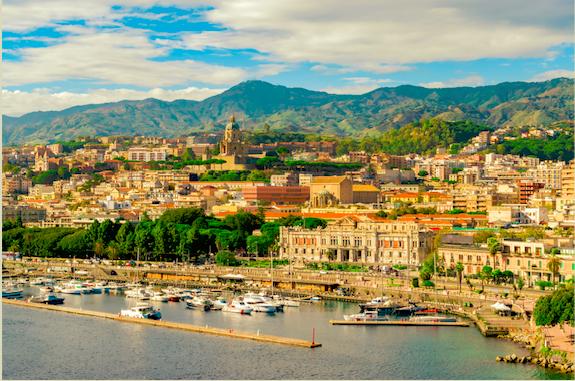 Leuke stad om te bezoeken tijdens een rondreis op Sicilië Messina, stad in Italië