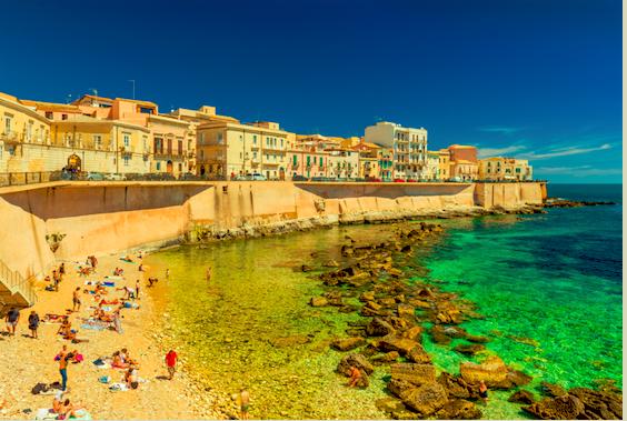 Reis mee naar Syracuse, een leuk strand om te bezoeken tijdens een rondreis op Sicilië