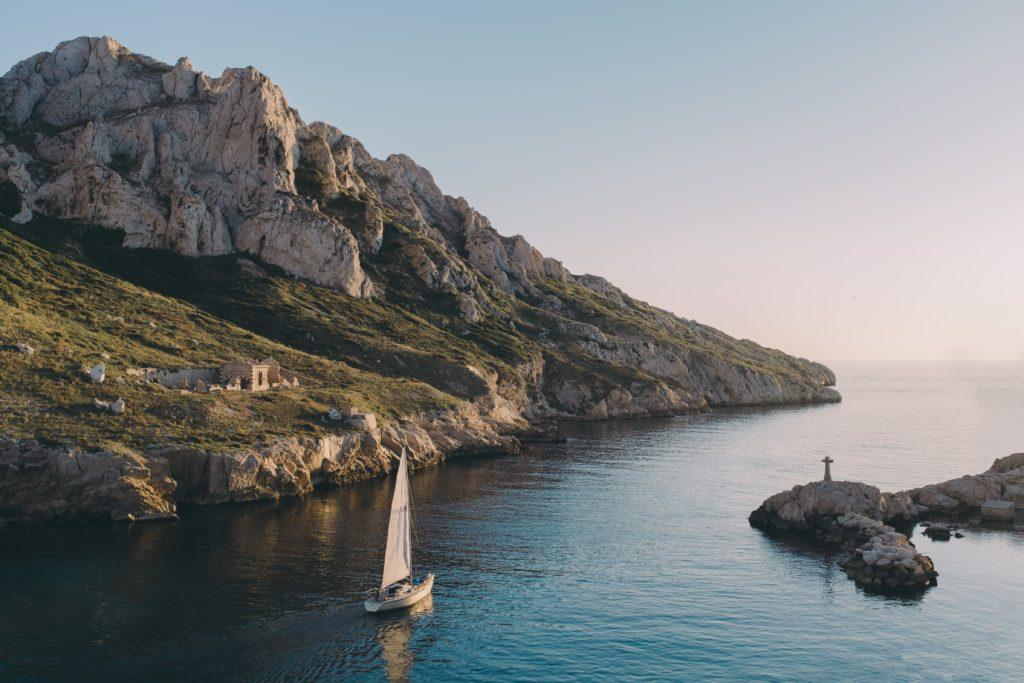 Eilanden ontdekken in een boot van tubber
