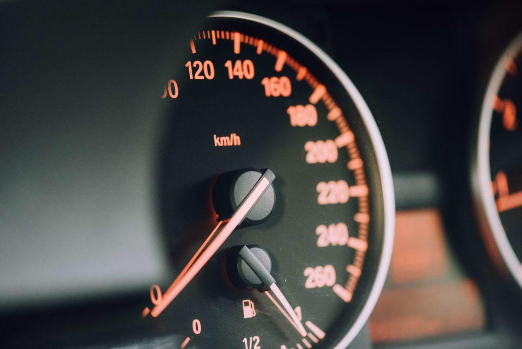 Snelheidsmeter auto